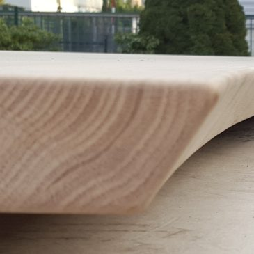 Tischplatten – auch mit CNC gefräster Baumkante