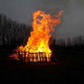 Dieses Holz brennt nicht wie unbehandeltes Holz…
